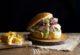 fotografía de hamburguesa para diseño de carta de bar en granada